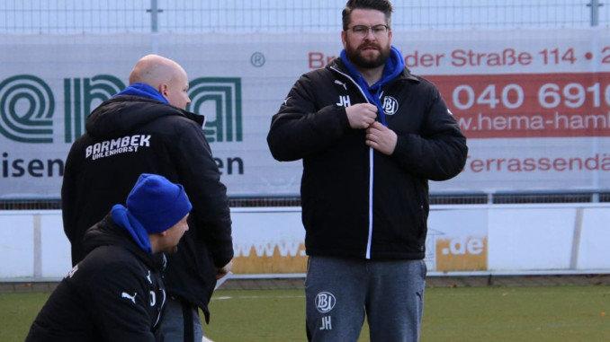 Sieht dem Pokalspiel in Sasel entspannt entgegen: Jan Haimerl (Trainer BU) Foto: Olaf Both