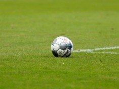 Der Ball soll im August wieder rollen. Daher hat der HFV nun die Halbfinals des Lotto-Pokals ausgelost (Foto: Lobeca/Homburg)