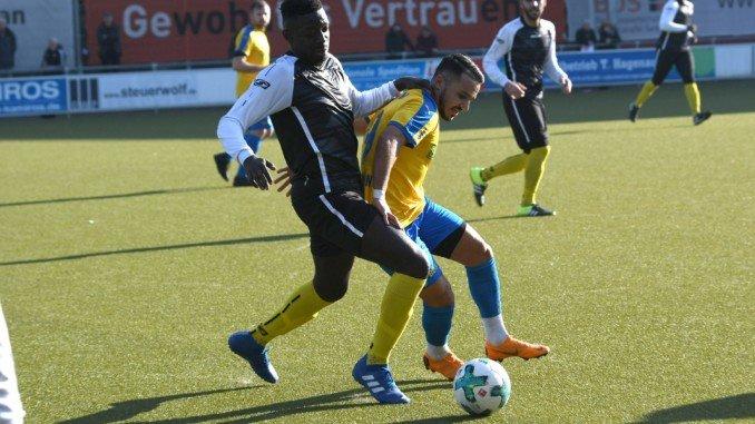 Ephrahim Asante (Bild links) und der MSV wollen das erste Heimspiel siegreich gestalten (Foto: Lobeca/Gettschat)