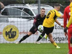 Mustafa Ercetin trifft zum 1:0 per Elfmeter und markierte auch den zweiten Meiendorfer Treffer (Foto: Lobeca/Gettschat)