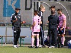 Coach Sidnei Marshall (im Bild links) ist bisher mehr als Zufrieden mit der Saison von Hamm United (Foto: Olaf Both)