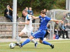 Fabian Knottnerus (im blauen Trikot) will sich mit seinen Unionern nun dem SC Victoria entgegen werfen und den Favoriten ärgern (Foto: Lobeca/Schlikis)
