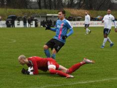 Keeper Christian Gruhne (in Rot) kehrt nach Dassendorf zurück und will weiter Titel gewinnen. (Foto: Lobeca/Gettschat)